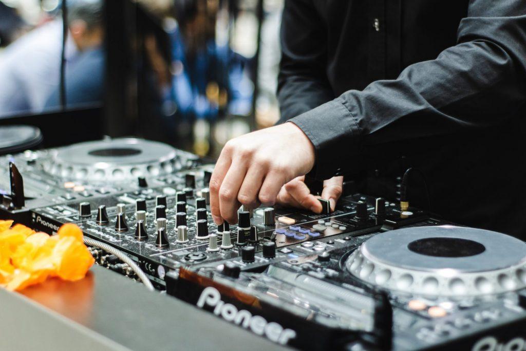 Average Cost of A Wedding DJ in Australia